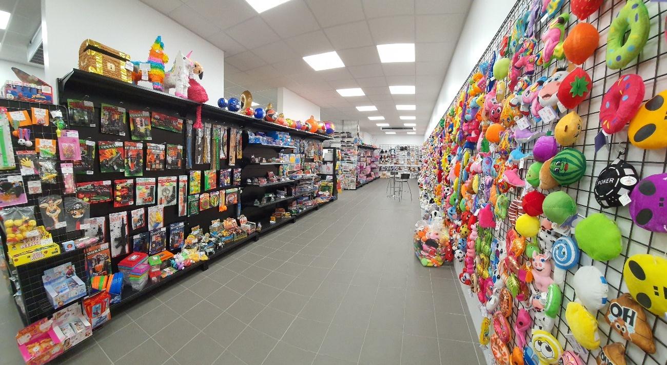 Showroom de Forest Distribution : jouets, gadgets, peluches et autres produits